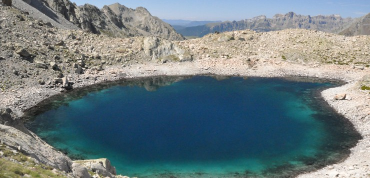 Seguimiento de comunidades microbianas en lagos de alta montaña y de la dispersión por aerosoles atmosféricos